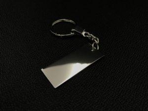 【開発情報】906 by KUHL 今年はオンラインで買える!メタルプレートキーホルダー!